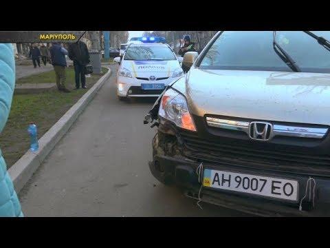 ЧП.INFO: У Маріуполі позашляховик врізався в припарковану машину
