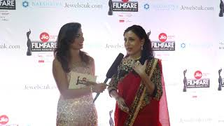 Kishori Shahane looks stunning in Nakshatra Diamond Jewellery at Filmfare Awards Marathi 2017