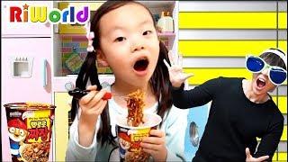 퍼니키즈랑 숨바꼭질 하면서 뽀로로 짜장면 먹어봤어요~! Pororo Black Noodle in The Indoor Playground