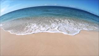 Tropical waves - the relaxing sound of waves on a tropical beach