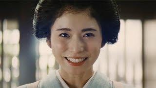 女優の松岡茉優が讃岐うどん専門店「丸亀製麺」の新CMキャラクターに起...