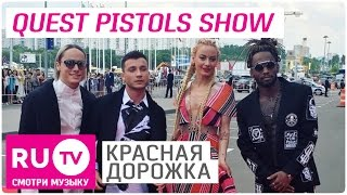Солистка Quest Pistols Show упала на Красной дорожке VI Премии RU.TV