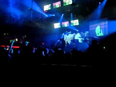 Benny Benassi feat. Kelis - Spaceship (Fedde Le Grand Remix) live @ Rain