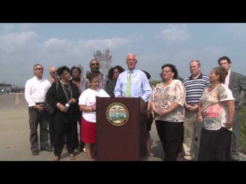 Mayor Bill Finch announces the addition of the Hampton Inn at Steelpointe Harbor in Bridgeport.