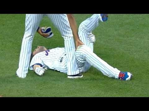 Neil Walker exits the game with apparent injury