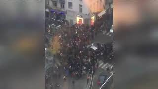 Police attaquée par des centaines de jeunes + fuit et laisse automobiliste