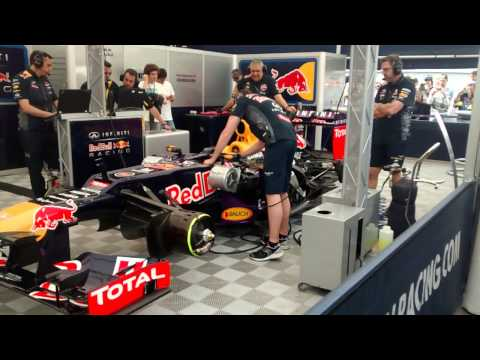 F1 Red Bull RB8 AMAZING V8 fire up SOUND, WSR Motorland Aragon