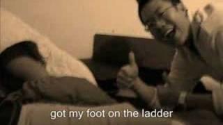 Timbul Hapataran sings climbing to the moon