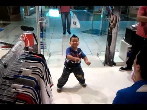 Gabriel dançando funk
