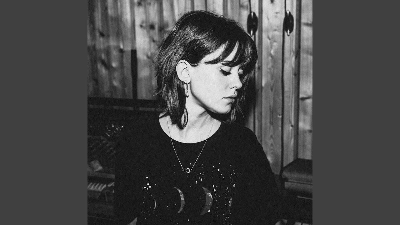 Arti Lirik dan Terjemahan Maisie Peters - Daydreams