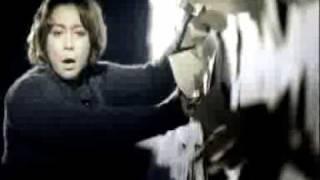 Melly - Kembalikan Senyumku (Official Video)