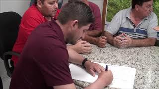 Josias representando a comunidade do Cabeça Preta, agradece esforço do prefeito em assinar ordem de