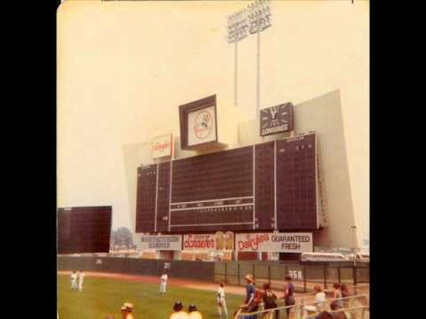 "Toby Wright 1975 - Plays ""Laughter in the Rain"" on the Shea Stadium Organ, 4/15/1975"