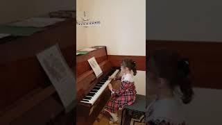 2 Музыкальное занятие ( обучение детей игре на фортепиано ).