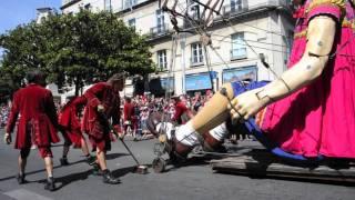 Xolo et les Géants de Royal de luxe déambulent dans Nantes