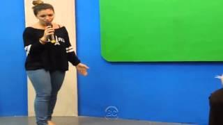 Priscilla Alcantara de Calça Jeans