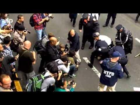 700 Protesters Arrested on Brooklyn Bridge