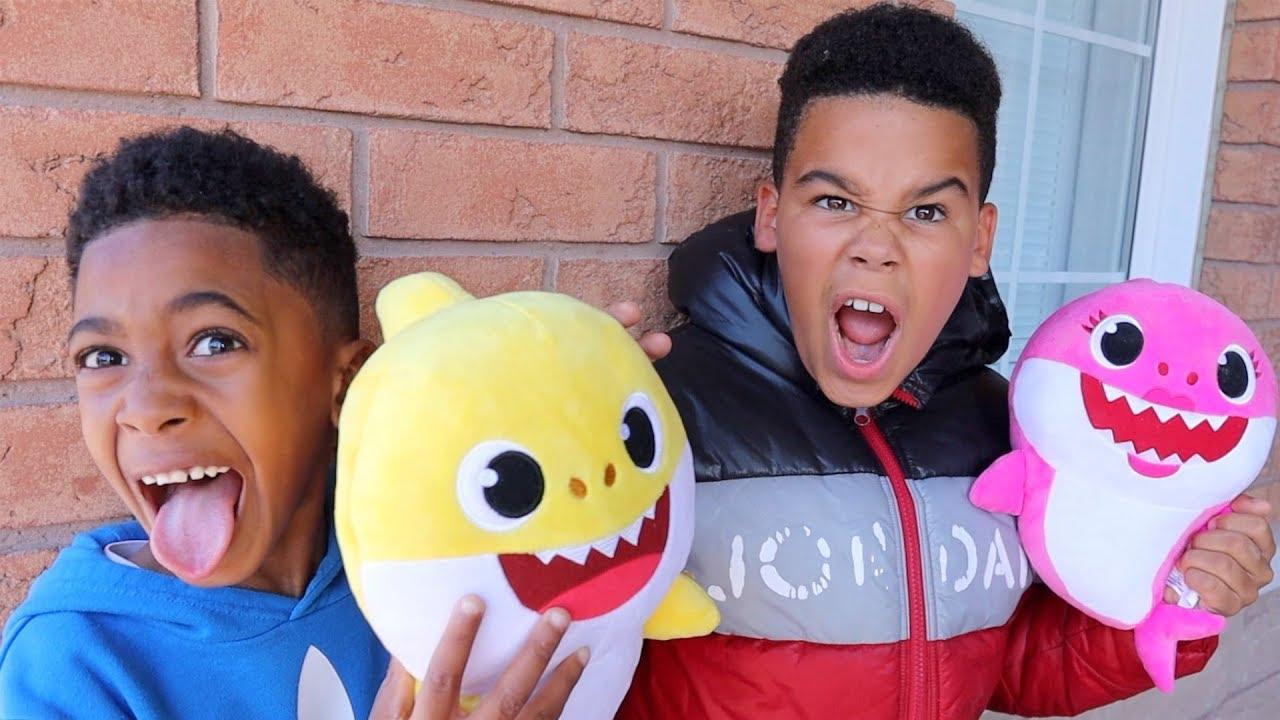 Baby Shark Dance Kids Pretend Play | FamousTubeKIDS