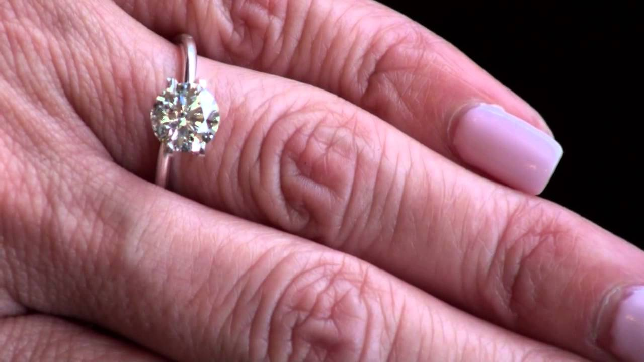 Round Hearts and Arrows Diamond in Natrual Daylight - YouTube