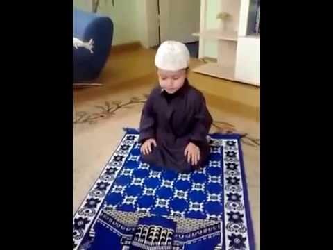 Küçük Çocuk Ezan Okuyor, Namaz Kılıyor ve Dua Ediyor MAŞALLAH