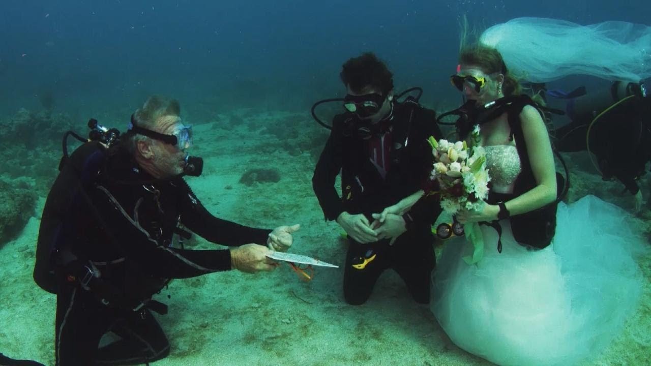 Scuba Diving Gets Married In Underwater Wedding