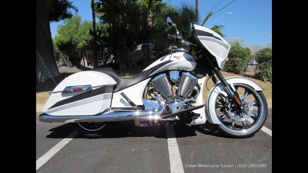 Indian Motorcycles 2015 >> 2016 Victory Magnum - Suede Pearl White | Indian ...