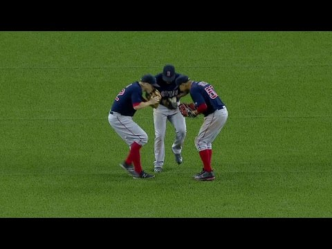 BOS@TOR: Red Sox outfield dances after blowout win