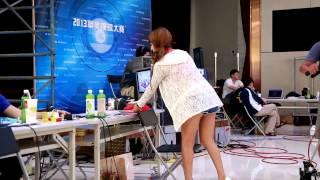 20130819 Vicky Ru 安希希 職撞舉牌