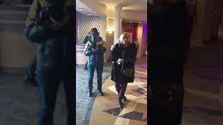 Анастасия Волочкова орет на папарацци