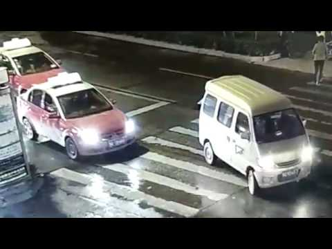 une femme se fait renverser par deux voitures dans lindifference generale en chine