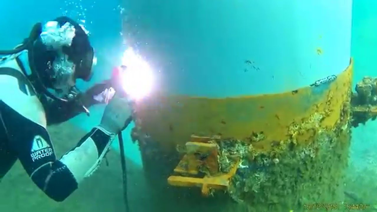 Underwater Welding Guide (Techniques, Risks & Salaries)