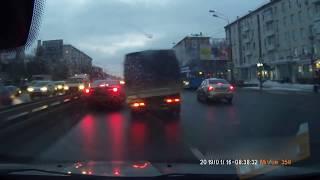 Смотреть видео ДТП на Варшавском шоссе, Москва, утро 16. 01. 2019. Accident on Warsaw highway, Moscow, 16. 01. 2019 онлайн