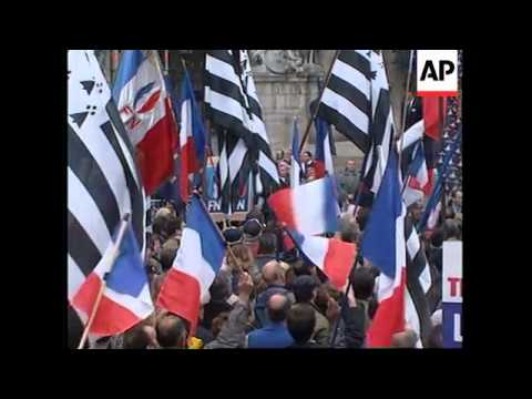 FRANCE: PARIS: NATIONAL FRONT LEADER LE PEN LEADS MAY DAY MARCH
