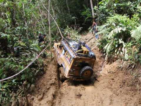 Borneo Safari 2016...even the Landy needs help occassionally
