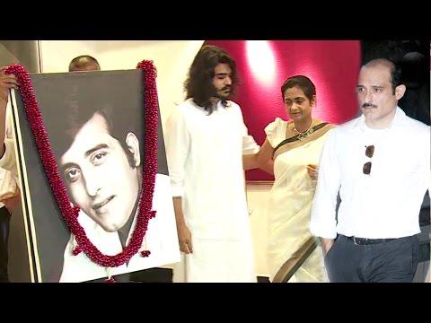 EMOTIONAL Akshaye & Rahul Khanna With Family At Dad Vinod Khanna's Prayer Meet