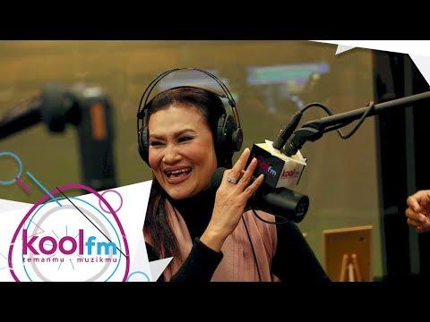 Macam Mana Mas Idayu Boleh Pegang Mikrofon Macam Tu? - #PHDKoolFM #KotakMuzik