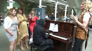 How To Excite Soviet Homegirls At A Public Piano
