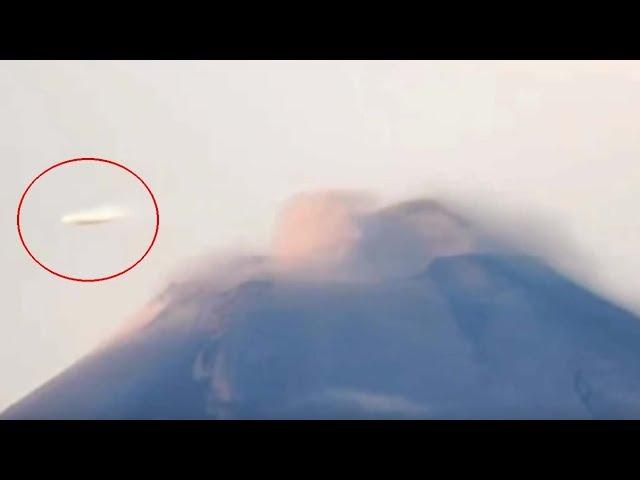 Una cámara registra un OVNI en forma de disco volando sobre el volcán Popocatépetl