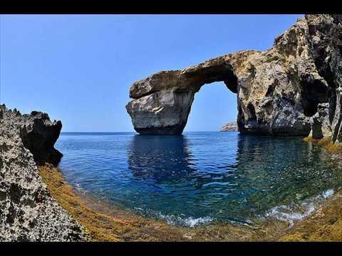 Malta's Azure Window collapses into the sea 8-3