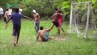 Khi bóng đá kết hợp với võ thuật