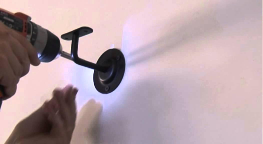 Fixer un support pour main courante en bois laqu noir for Main courante bois exterieur