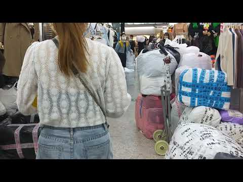 China Largest Fashion Wholesale Market Export Millions of Tons Clothes Worldwide Daily in Shenzhen