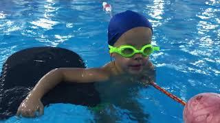 Обучение плавать ребенка в 5 лет / Learning to swim a child at 5 years