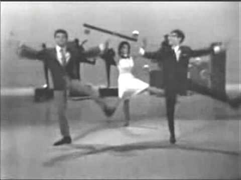 Freddie & the Dreamers-I'm telling you now w/ frankie avalon and annette funicello ON Hullabaloo!