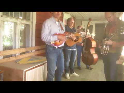 Backporch Bluegrass with Jussi Syren & The Groundbreakers. Little Maggie