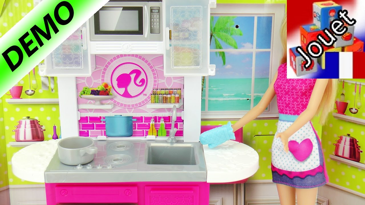 cuisine barbie deluxe avec cuisini re evier armoires unboxing et d mo youtube. Black Bedroom Furniture Sets. Home Design Ideas