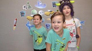 DIY. Клеим наклейки аппликации на стену украшаем детскую героями мультфильмов. Зеленый динозавр