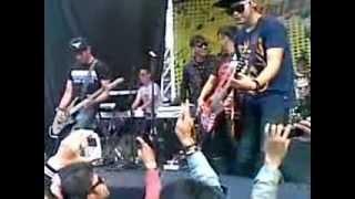 Download lagu FIVE MINUTES - SELALU MENUNGGUMU @GENFEST 2012