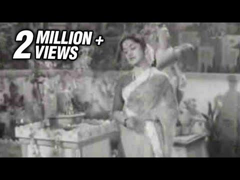 B.Saroja Devi in Alayamaniyin Osai - Palum Pazhamum