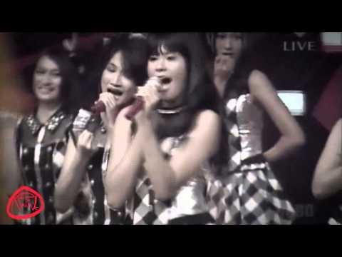 AKB48 feat JKT48  Kimi ni Au Tabi Koi wo Suru (live in nippon budokan)